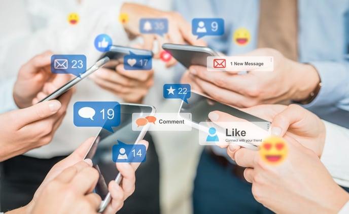 Social media AdobeStock_321829868